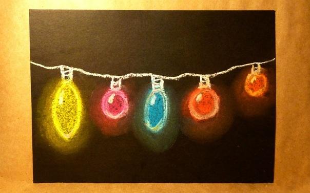 РИСУЕМ НОВОГОДНЮЮ ГИРЛЯНДУ Приближается Новый год. Улицы города украшаются разнообразными гирляндами, все вокруг начинает светиться яркими разноцветными огоньками. Давайте попробуем нарисовать
