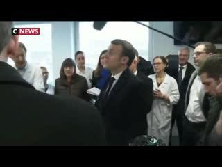 Emmanuel Macron interpellé par un médecin lors de sa visite à la Pitié-Salpêtrière - Cette vidéo date du mois dernier