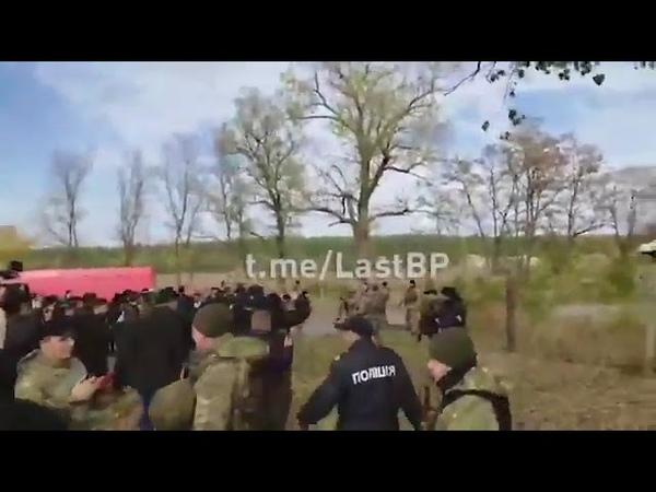 До бою команда поліцейським відкривати вогонь по ветеранах і активістах на блокпості в