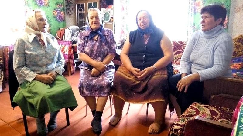 Відти гора туди друга - бабусі виконують українську народну пісню