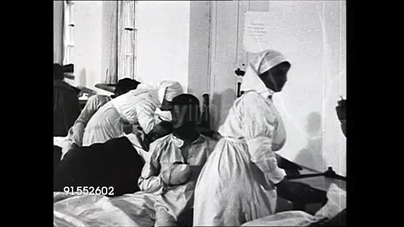 1915 г Медсестры ухаживают за ранеными солдатами в военном госпитале во время Первой мировой войны Россия