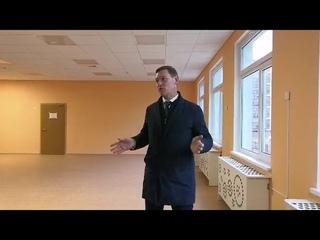Вице-губернатор ЛО Михаил Москвин в новой школе в Мурино