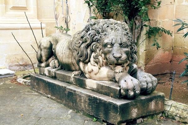 Скульптура льва во дворце гроссмейстеров Мальтийского ордена.