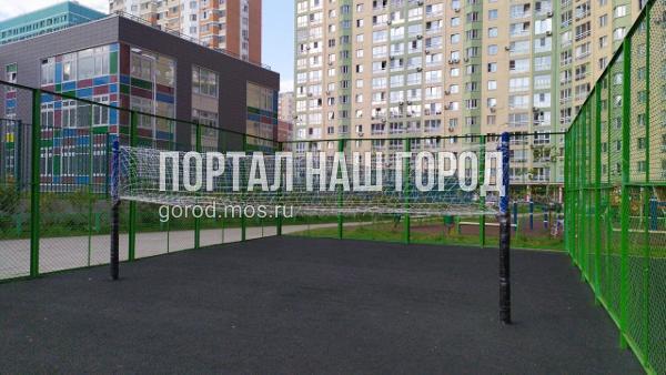 Детскую площадку на Вертолетчиков привели в порядок по просьбе жителя