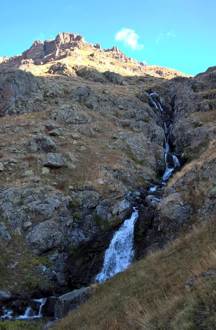 Каскадный водосброс на склонах гор Качкар