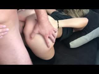 Очень красивая молодая украинка с идеальным телом мастурбирует голышом порно лезби оргазм