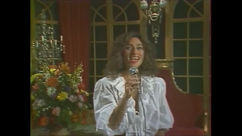 Julie Pietri Lets fall in love live 1981