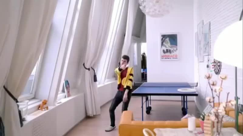 Брайн танцует 1