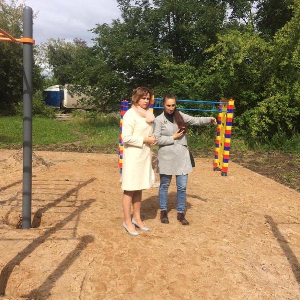 Детскую площадку на Советском проекте, 131 приводят в порядок в Вологде