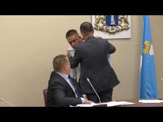 В Ульяновске депутаты едва не подрались, обсуждая ЖКХ: Вы не в овчарне находитесь!