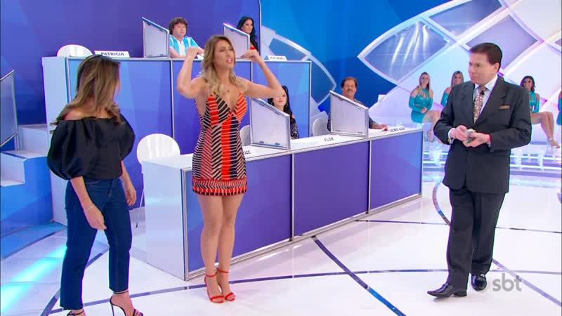 Livia Andrade vestidinho curto