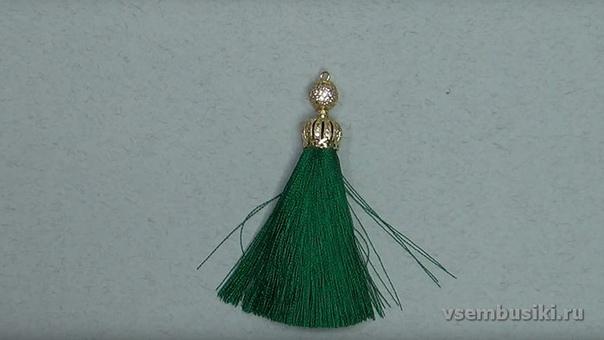Давайте отвлечемся от вязание и посмотрим, как создаются прекрасные серьги-кисти )На фото прекрасные работы моей