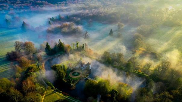 Утренняя дымка над замком Скотни в Великобритании Фото: Chris Brown