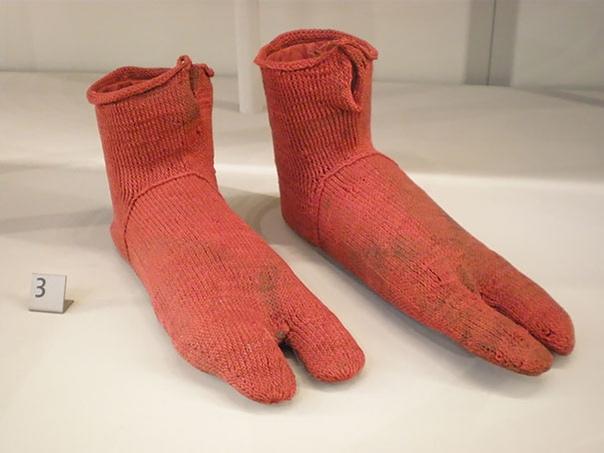 Самые старые носки, которым около 2500 лет