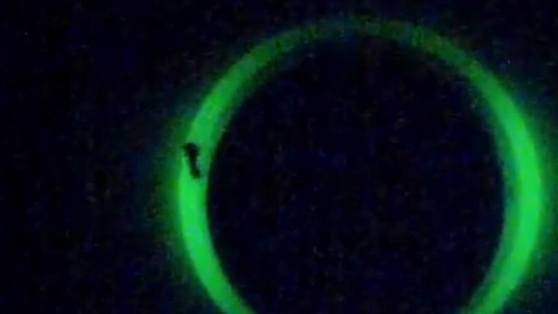 В Небе над Францией появилось таинственное явление напоминающее портал или чёрную дыру