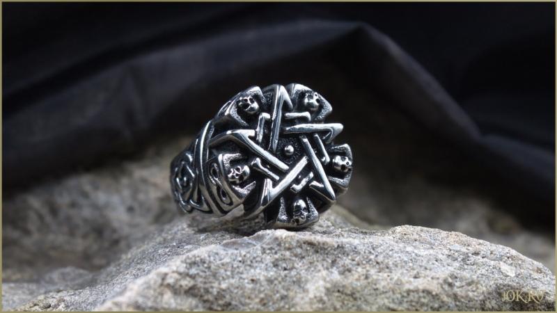Готический перстень пентаграмма душ с черепами и кельтским узором