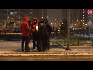 Жители Мурино вышли ночью на бульвара Менделеева, чтобы помешать застройке его торговыми павильонами.