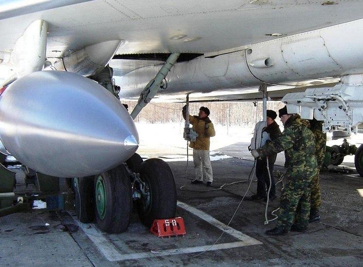 Подвес ракеты на Ту-22