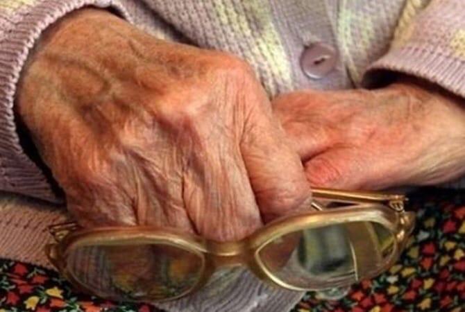 🍲 Челябинская пенсионерка пригласила к себе домой напавшего на нее грабителя и накормила его ужином