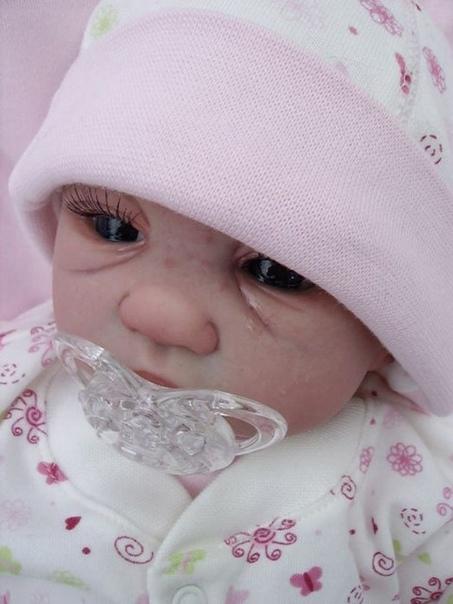 Куклы младенцев от Glenda Ewart Гленда Эварт, очень талантливая художница из города Castleroc, Ирландия, создает гиперреалистичные куклы новорожденных. В прошлом шеф-повар, Гленда Эварт