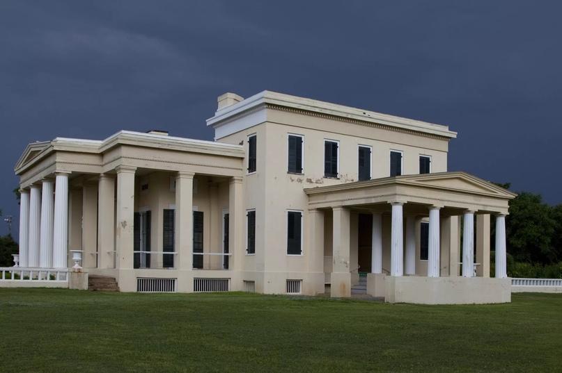 Гейнсвуд, дом-плантация в стиле греческого возрождения в Демополисе, Алабама. Кэрол М. Хайсмит