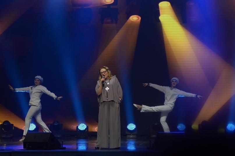 Татьяна Рассказова исполняет песню