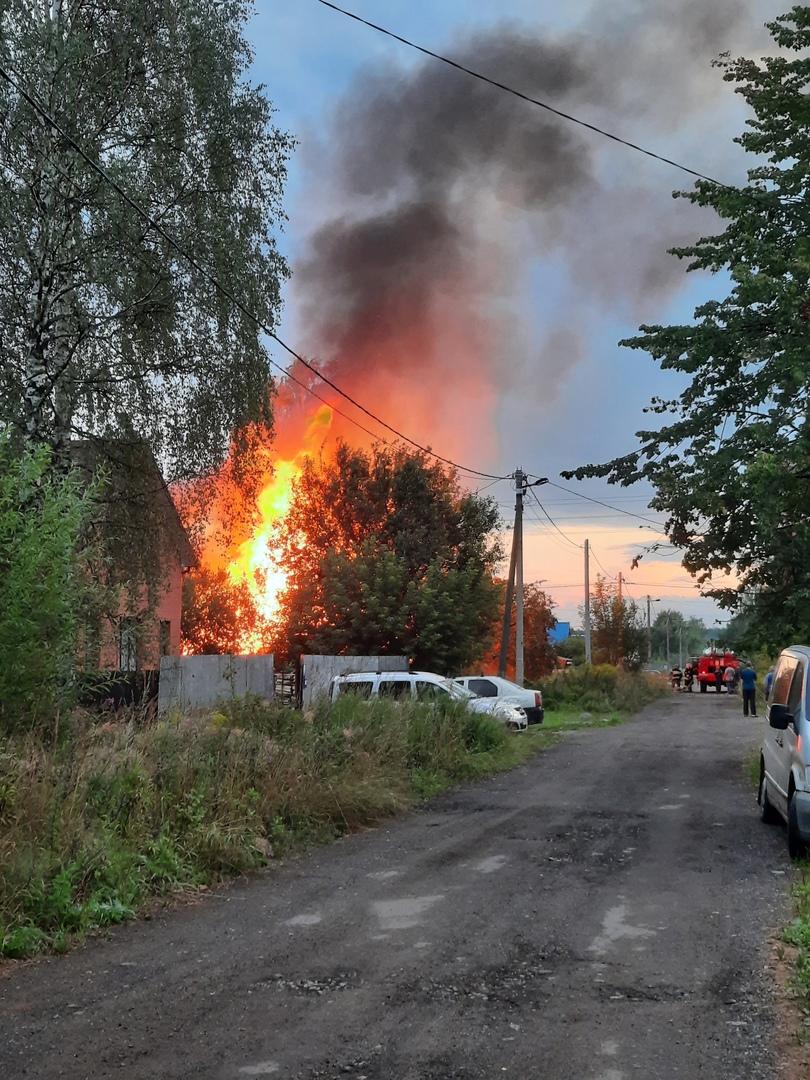 «Вспыхивали как факел»: за ночь в Рыбинске сгорели три дома