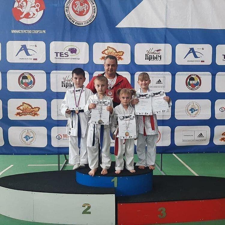 Юные петровские каратисты стали победителями и призёрами турнира в Крыму
