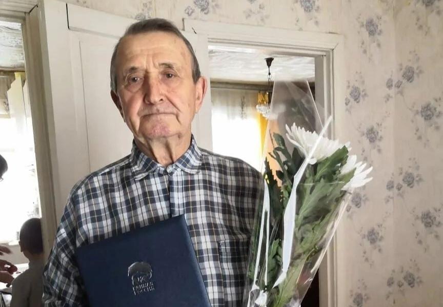 Ветерана педагогического труда Николая Васильевича ЕЛИСЕЕВА поздравили с 85-летием