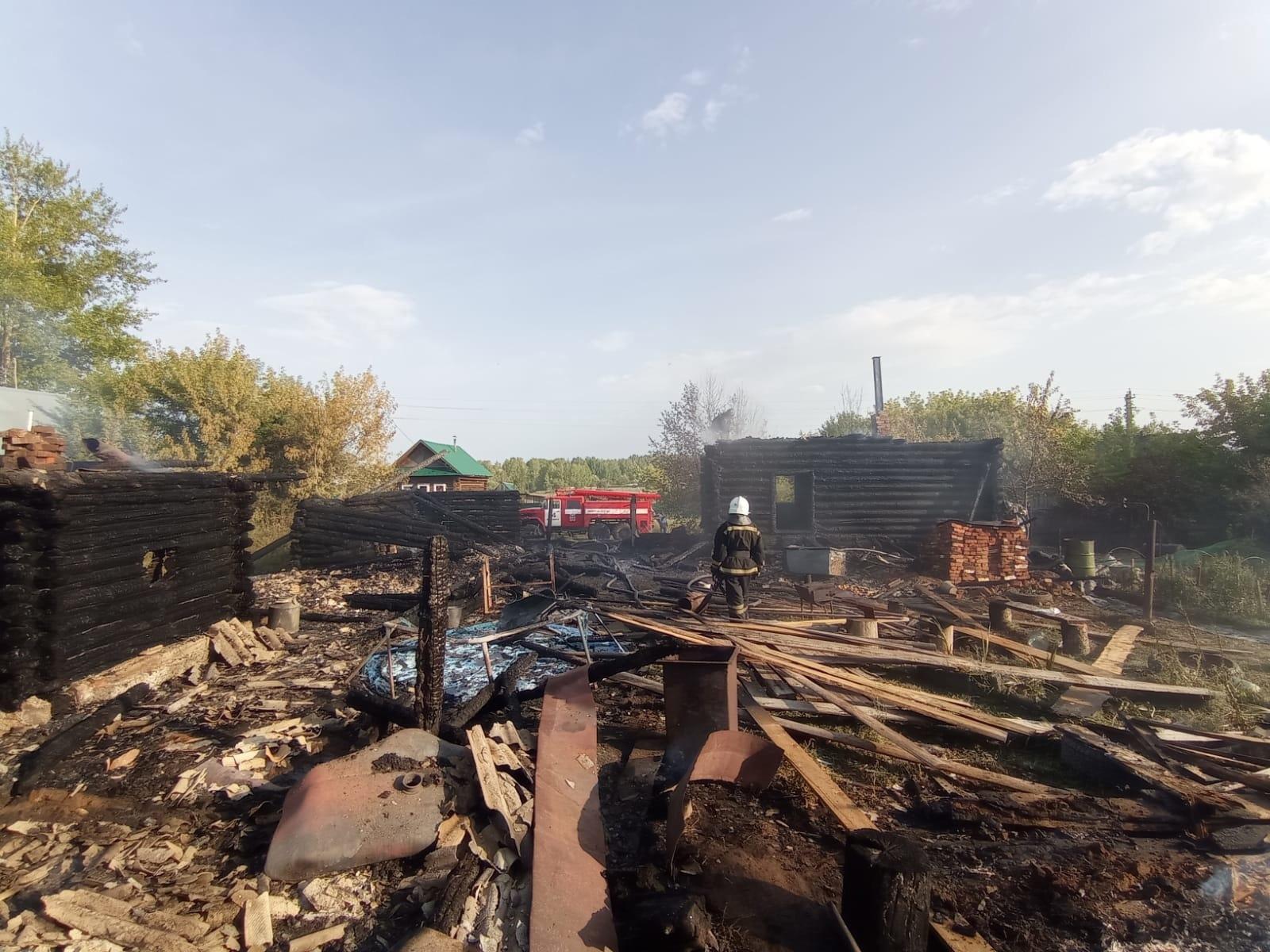 Частный дом сгорел из-за детской шалости в