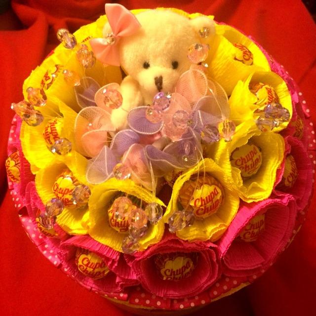 Идеи конфетных букетов с мягкими игрушками, Конфетные букеты из папиросной бумаги и игрушек своими руками,