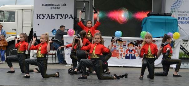 Праздник детства в селе Углекаменск.1 июня на площ...