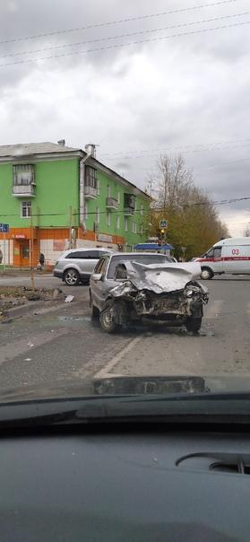 Перекрёсток Калинина какого ДТП пострадавших нет...