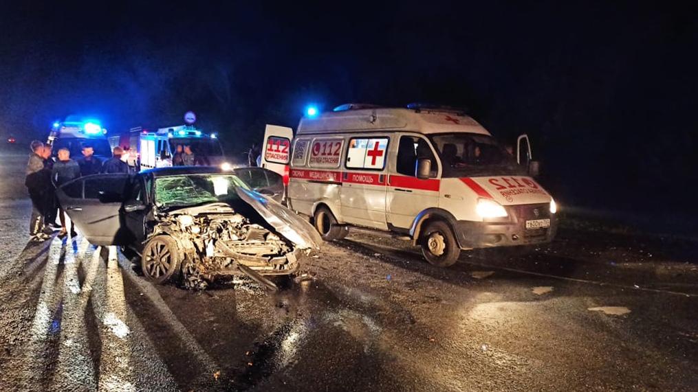 В субботу спасатели 229-й пожарно-спасательной части #Мособлпожспас деблокировали женщину и подростка, пострадавших в #ДТП на 142-м километре федеральной трассы М-5 #Урал в Луховицком городском округе