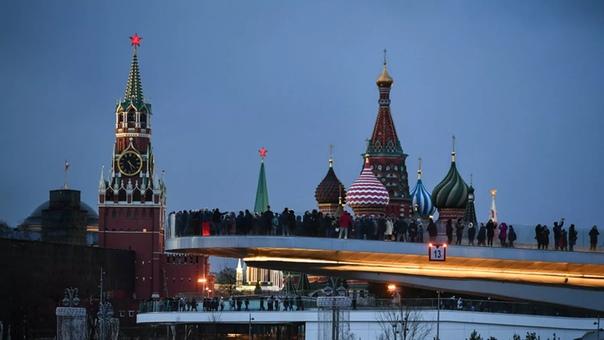 В Москве из-за коронавируса закрывают рестораны и парки В Москве в нерабочую неделю с 28 марта по 5 апреля вводятся дополнительные ограничения на работу предприятий и организаций с массовым