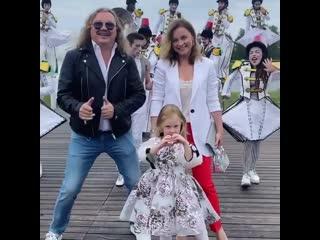 Семья артистов - Игорь Николаев и Юлия Проскурякова с дочкой Вероникой.mp4