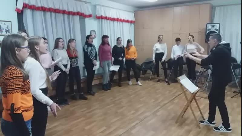 Фрагмент сьогоднішньої репетиції разом зі старшою групою та ансамблем батьків вихованців хорового колективу Терниця