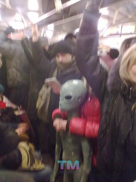 Уступайте места пассажирам с инопланетными детьми!