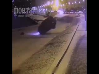 ДТП с участием внедорожника на проспекте Обуховской Обороны в Петербурге сняли камеры
