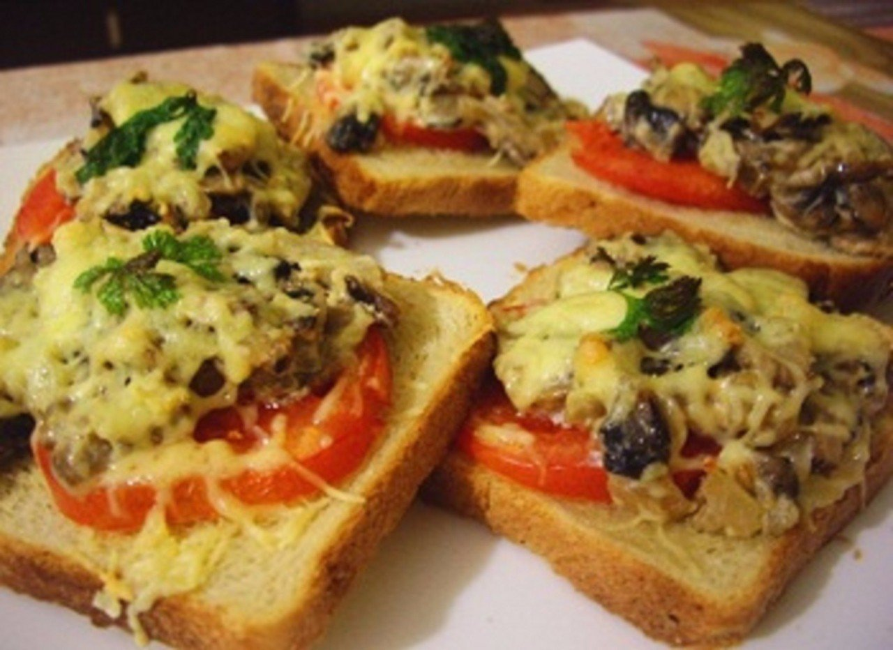 Горячие бутерброды в духовке рецепты с колбасой и сыром и яйцом
