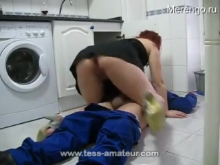 Взрослая дама трахнула сантехника plumber is seduced to milf (home porn sex домашнее любительское порно секс) 18+