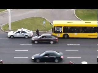 Краткий ролик про то, почему в Беларуси люди выходят на улицы и сопротивляются насильственным действ